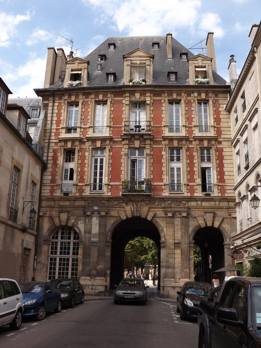pavillon roi rue birague