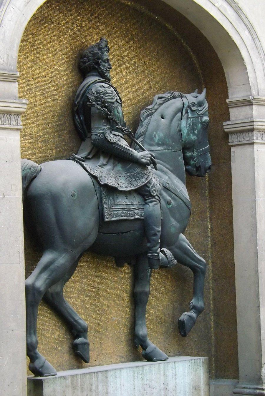 statue henri IV