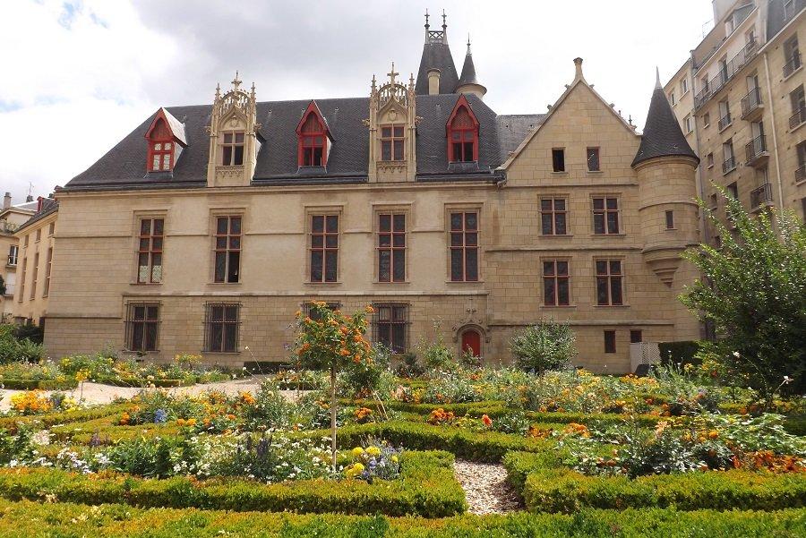 façade hotel archevêques de sens côté jardin
